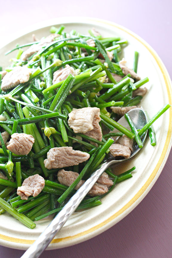Stir-fry of Flowering Garlic Chives and Pork